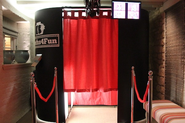 Black Oval Photo Booth